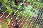 Hoe om te voorkomen dat Sticker struiken groeien door middel van uw keten-Link Fence