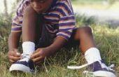 Hoe om een kind te binden veters te leren