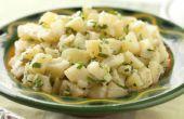 Roodbruin aardappelen in aardappelsalade