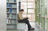 Stappen in het proces van het wieden in een bibliotheek