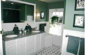 Het toepassen van vlek Over witte verf op een badkamersijdelheid