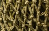 Hoe te repareren van een getrokken draad op een losse gebreide trui