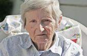Activiteiten voor slechtziende bejaarden in een verpleeghuis