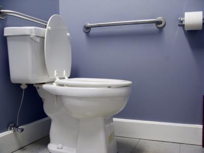 toilet lekt aan de onderkant