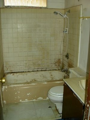 Hoe schoon de schimmel op een badkamer tegel natuurlijk - wikisailor.com