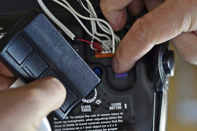 Garage Opener Afstandsbediening : Hoe te programmeren van de afstandsbediening van uw garage